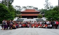 Các cựu giáo viên kiều bào Thái Lan thăm khu di tích Đá Chông