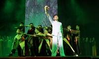 """Thành phố Hồ Chí Minh: Công diễn vở cải lương """"Tổ quốc nơi cuối con đường"""" cho công nhân, người lao động"""