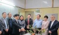 Phó Thủ tướng Trịnh Đình Dũng kiểm tra công tác vận tải tại ga Hà Nội và bến xe Giáp Bát