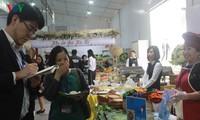 Phóng viên quốc tế ấn tượng với ẩm thực Việt Nam