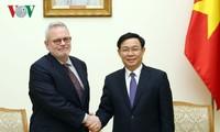Phó Thủ tướng Vương Đình Huệ tiếp Phó Chủ tịch Phòng Thương mại Hoa Kỳ (USCC) Charles Freeman