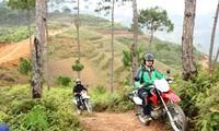 Giải đua xe máy địa hình trên Cao nguyên đá Đồng Văn diễn ra vào dịp nghỉ lễ 30/4 - 1/5