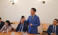 Bộ trưởng Trần Tuấn Anh thăm và làm việc tại Đại sứ quán Việt Nam tại Đức
