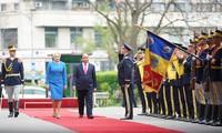 Thủ tướng Romania Viorica Dancila chủ trì lễ đón Thủ tướng Việt Nam Nguyễn Xuân Phúc