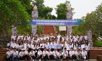 Thanh niên kiều bào tham quan, tìm hiểu về Khu di tích ATK Định Hóa, Thái Nguyên