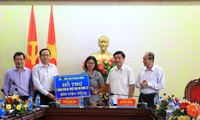 Ủy ban Trung ương Mặt trận Tổ quốc Việt Nam giúp đồng bào bị lũ lụt
