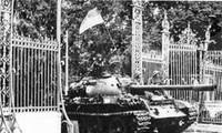 Зарубежные СМИ освещают Вьетнам по случаю 40-летия воссоединения страны
