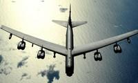 Американский Б-52 пролетел близко к острову, незаконно созданному Китаем в Восточном море
