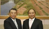 Нгуен Суан Фук встретился с председателем палаты представителей парламента Японии