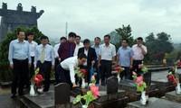 Вице-премьер Ву Дык Дам навестил семьи льготной категории в провинции Контум