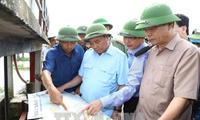 Премьер-министр Нгуен Суан Фук проверил ситуацию после наводнения в провинции Ниньбинь