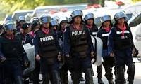 ตำรวจไทยขอคืนพื้นที่เขตชุมนุม