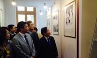 """งานนิทรรศการหนังสือและเอกสาร""""๗๐ปีรัฐสภาเวียดนาม"""""""