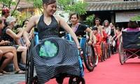 การเดินแฟชั่นสำหรับคนพิการครั้งแรก-การเชิดชูความงามของสตรีพิการ