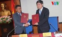 สถานีวิทยุเวียดนามและกรมประชาสัมพันธ์ไทยผลักดันความสัมพันธ์เพื่อมุ่งสู่ประชาคมอาเซียน