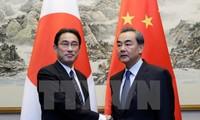 รัฐมนตรีต่างประเทศญี่ปุ่นและจีนเจรจาเกี่ยวกับความสัมพันธ์ทวิภาคี