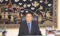 """มอบเข็มที่ระลึก """"เพื่อสันติภาพและมิตรภาพระหว่างประชาชาติต่างๆ""""ให้แก่เอกอัครราชทูตพม่าประจำเวียดนาม"""