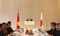 นายกรัฐมนตรีเวียดนามพบปะกับตัวแทนของสมาพันธ์เศรษฐกิจญี่ปุ่น