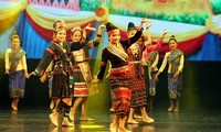 """รายการแสดงศิลปะ """"วันงานวัฒนธรรมการท่องเที่ยวลาวในเวียดนาม"""""""