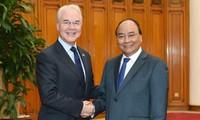 นายกรัฐมนตรีเวียดนามให้การต้อนรับรัฐมนตรีสาธารณสุขและบริการมนุษย์ของสหรัฐและรัฐมนตรีกลาโหมออสเตรเลีย