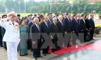 ผู้นำพรรคและรัฐเข้าเคารพศพประธานโฮจิมินห์