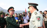 กิจกรรมการพบปะสังสรรค์มิตรภาพด้านกลาโหมในเขตชายแดนเวียดนาม-จีน
