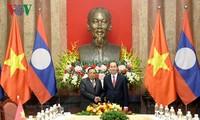 ประธานประเทศเวียดนามพบปะกับเลขาธิการใหญ่พรรคฯและประธานประเทศลาว