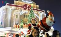 บรรยากาศการฉลองเทศกาลคริสต์มาสในท้องถิ่นต่างๆ