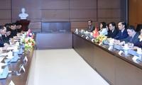 ภารกิจของหัวหน้าคณะกรรมาธิการเศรษฐกิจ เทคโนโลยีและสิ่งแวดล้อมลาวในเวียดนาม