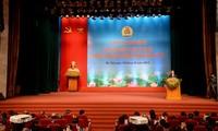 ประธานประเทศเวียดนามเข้าร่วมการประชุมสดุดีประธานสหภาพแรงงานดีเด่นระดับท้องถิ่น