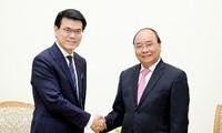 นายกรัฐมนตรี เหงวียนซวนฟุก ให้การต้อนรับอธิบดีกรมพัฒนาการค้าและเศรษฐกิจฮ่องกง ประเทศจีน