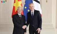 เลขาธิการใหญ่พรรคฯเวียดนามพบปะกับผู้นำรัฐสภาฝรั่งเศส