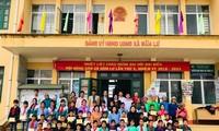 อัครราชทูตไทยประจำกรุงฮานอยมอบทุนการศึกษาให้แก่เด็กด้อยโอกาสในจังหวัดลาวกาย