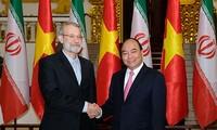นายกรัฐมนตรีเวียดนามให้การต้อนรับประธานรัฐสภาอิหร่าน