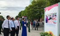 งานนิทรรศการภาพถ่ายในโอกาสรำลึกครบรอบ70ปีวันประธานโฮจิมินห์ออกคำเรียกร้องการแข่งขันรักชาติ