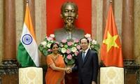 ประธานประเทศเวียดนามให้การต้อนรับรัฐมนตรีว่าการกระทรวงกลาโหมอินเดีย
