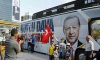 ผู้มีสิทธิ์เลือกตั้งตุรกีออกไปใช้สิทธิ์เลือกตั้งในการเลือกตั้งประธานาธิบดีและรัฐสภา