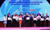 รองนายกรัฐมนตรี หวูดึ๊กดามเข้าร่วมพิธีสดุดีบริษัทนำเที่ยวชั้นนำของเวียดนาม