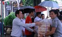 ชาวเวียดนามที่อาศัยในประเทศลาวบริจาคเงินช่วยเหลือประชาชนในแขวงอัตตะปือ
