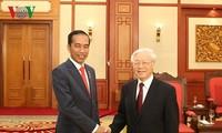 เลขาธิการใหญ่พรรคฯเวียดนามให้การต้อนรับประธานาธิบดีอินโดนีเซียและรองนายกรัฐมนตรีจีน