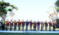นายกรัฐมนตรีเวียดนามร่วมประชุมกับบรรดาผู้นำอาเซียนในโอกาสการประชุมประจำปีของIMF-WB