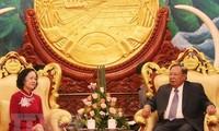 ผู้นำลาวยืนยันที่จะร่วมกับเวียดนามเสริมสร้างความสัมพันธ์พิเศษลาว-เวียดนาม