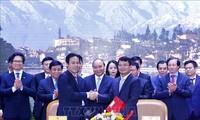 นายกรัฐมนตรี เหงวียนซวนฟุกเข้าร่วมการประชุมส่งเสริมการลงทุนจังหวัดลาวกาย
