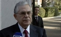 Donors urge Greece to accept bailout requirements