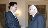 Outcome of Prime Minister Nguyen Tan Dung's visit to Singapore