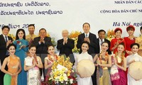 Vietnamese, Lao leaders determined to boost special ties