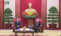 Party leader Nguyen Phu Trong receives CPC delegation