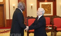 Party leader welcomes Cuban First Vice President in Hanoi