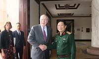 US Senate delegation visits Vietnam
