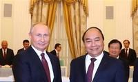 PM Nguyen Xuan Phuc meets Russian President Vladimir Putin